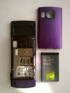 Сотовый телефон Nokia 6700s вид сзади с крышкой батарейного отсека и аккумулятором