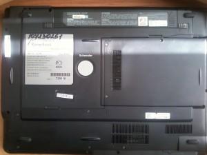 Перевернутый и закрытый RoverBook Voyager V553