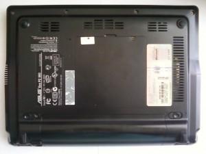 Ноутбук Asus Eee PC 900 перевернутый на спину