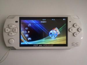 Китайский аналог Sony PSP включился