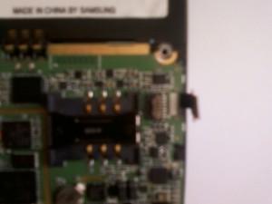 Отсоединенный шлейф идущий на клавиатуру сотового телефона Samsung U600