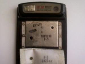 Местонахождение винтов механизма слайдера в сотовом телефоне Samsung U600
