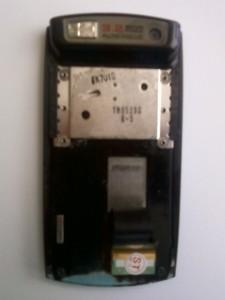Открученная верхняя часть сотового телефона Samsung U600