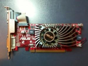 Внешний вид видеокарты ASUS EAH5450/DI/1GD3 (LP) с забитым радиатором охлаждения