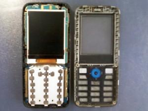 Две половинки сотового телефона LG GX200
