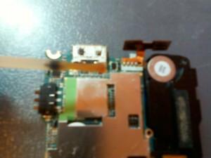 Нанесение флюса ЛТИ-120 на системный разъем (разъем зарядки) сотового телефона Samsung GT-S5230