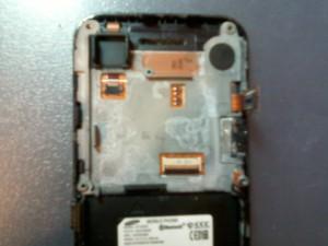 Внутренности сотового телефона Samsung GT-S5230 после воды