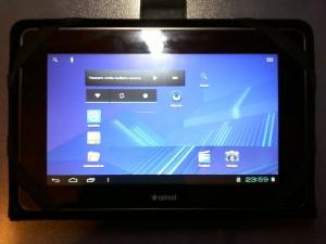 Включенный планшет Ainol NOVO7 Advanced II в чехле