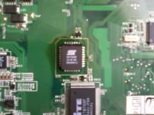 Запаянная на место прошитая микросхема биоса материнской платы ноутбука ASUS A3000