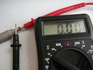 Проверка мультиметром напряжения на выходе блока питания телевизора SHARP