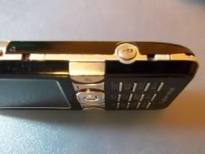 Защелки отсека аккумулятора сотового телефона Sony Ericsson K550i
