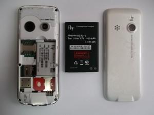 Телефон Fly MC180 в разобранном виде