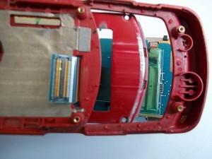 Вытаскиваем шлейф сотового телефона Samsung SGH-J610