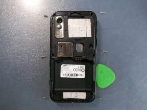 6 винтов и вскрытие медиатором телефона Samsung S5230W