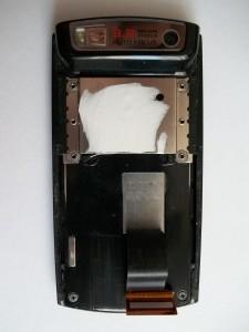 Сотовый телефон Samsung SGH-U600 со снятой клавиатурой