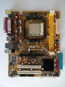 Материнская плата ASUS M2N-MX SE rev. 2.01G со вставленным процессором
