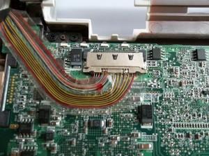 Подключенный разъем матрицы в нетбуке Acer Aspire One ZG5