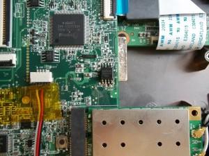 Перешитая программатором микросхема биоса нетбука Acer Aspire One ZG5