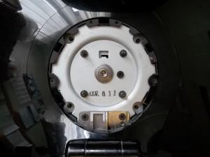 Открученные винты, которые держат подножку монитора Samsung SyncMaster 961BW