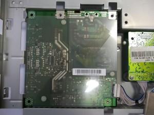 Открученная плата блока питания-инвертора с отключенным разъемом скалера в мониторе Samsung SyncMaster 740N