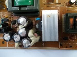 Вздутые конденсаторы и предохранитель на 3А (F301) в мониторе Samsung SyncMaster 740N