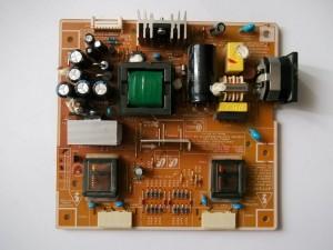 Плата IP-35135B с запаянными новыми запчастями с монитора Samsung SyncMaster 740N