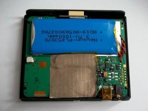 Убираем в сторону заднюю часть GPS навигатора JJ-Connect AUTONAVIGATOR 330