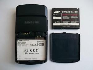 Сотовый телефон Samsung SGH-D800 вид сзади. Без аккумуляторной батареи.