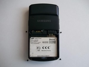 4 винта в сотовом телефоне Samsung SGH-D800