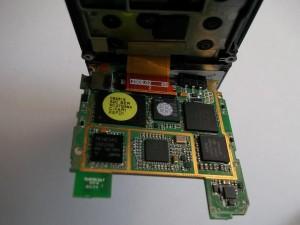 Два шлейфа с коннекторами в сотовом телефоне Samsung SGH-D800