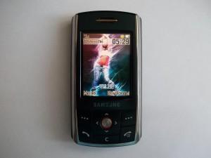 Сотовый телефон Samsung SGH-D800 в полностью рабочем состоянии