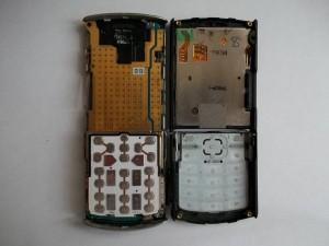 Сотовый телефон Samsung GT-C3010 разделенный на две половины