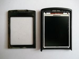 Отклеенное стекло с надписью SAMSUNG сотового телефона Samsung GT-C3010