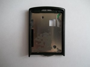 Аккуратно вытаскиваем старый дисплей в сотовом телефоне Samsung GT-C3010