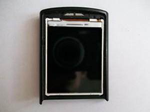 Установленный новый дисплей в сотовом телефоне Samsung GT-C3010 без защитной пленки