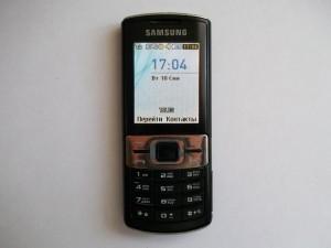 Включенный сотовый телефон Samsung GT-C3010