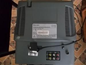 Телевизор Rolsen C1420 лежащий на кинескопе