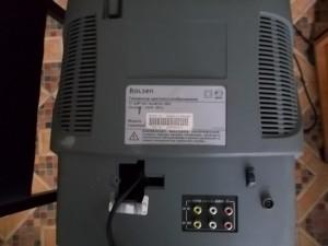 Телевизор Rolsen C1420 без винтов и пластмассовой крышки закрывающей сетевой шнур
