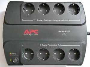 APC Back-UPS ES 700 в рабочем состоянии