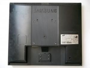 Монитор Samsung SyncMaster 710N, положенный на матрицу