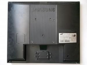 Откручиваем винты монитора Samsung SM 710N