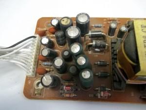Вздутые конденсаторы в спутниковом ресивере GLOBO 7010A