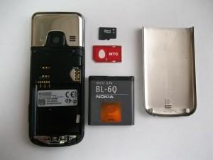 Сотовый телефон Nokia 6700c-1 со снятой задней крышкой.