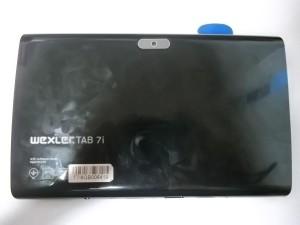 Отщелкиваем медиатором заднюю крышку планшета Wexler TAB 7i