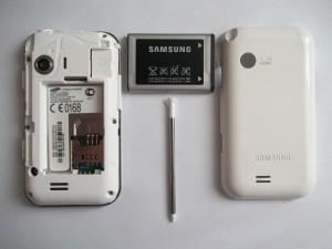 Samsung GT-E2652 без задней крышки и с вытащенным аккумулятором