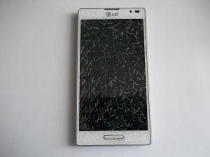 LG P765 Optimus L9 с разбитым тачскрином в выключенном состоянии