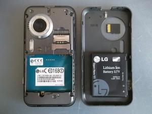 Сотовый телефон LG KC910 со снятой задней крышкой