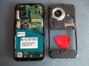 Сотовый телефон LG KC910 со снятой задней частью