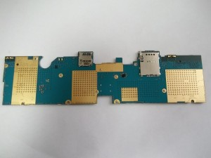 Вытаскиваем плату планшета Samsung GT-P5100 из корпуса