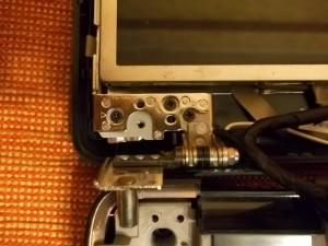 Три винта крепления матрицы в ноутбуке Acer Aspire 7330